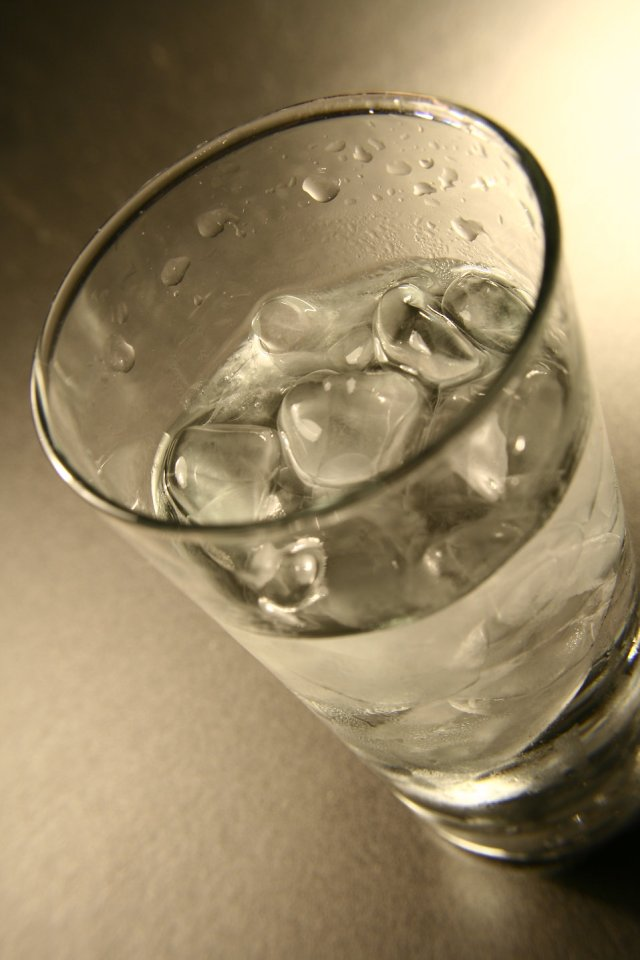 15330-a-glass-of-cold-water-with-ice-cubes-pv